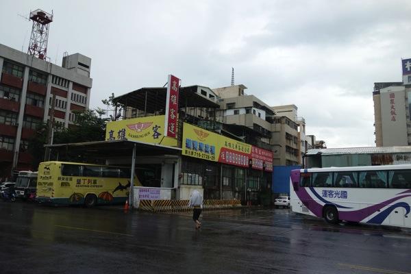 墾丁行き高雄バス乗り場