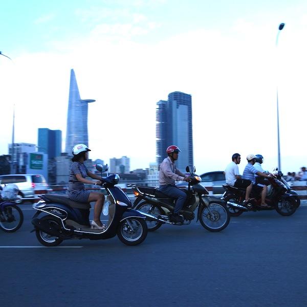 ベトナム人は歩かない!?ベトナムのバイク事情。