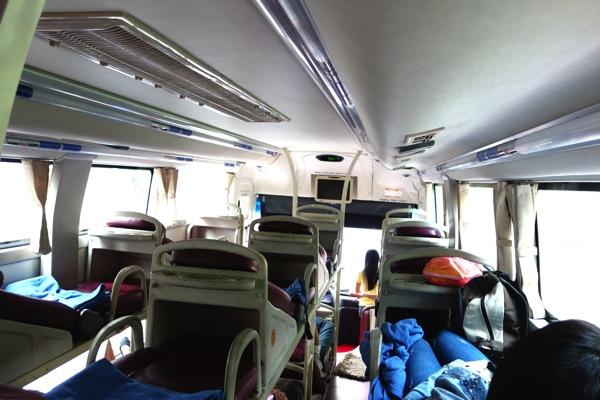 ベトナム寝台バス1