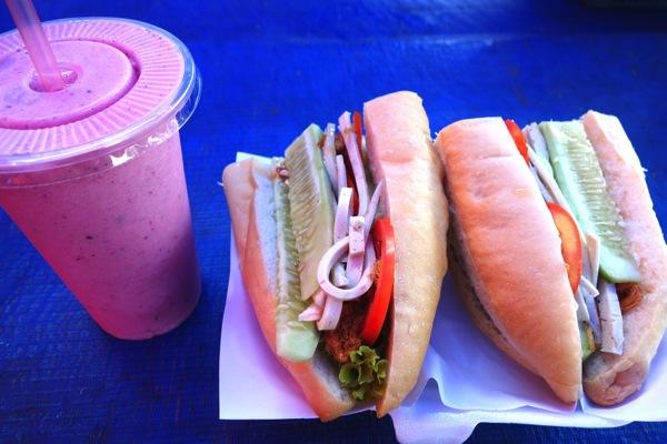 フルーツジュースとサンドイッチ2(ルアン)