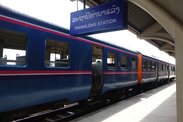タナレン駅の列車