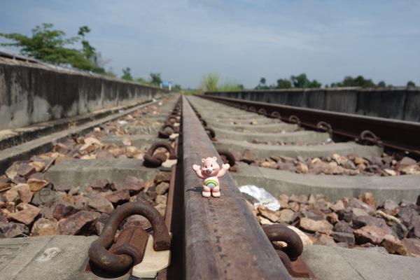 タナレン駅線路ケアベア
