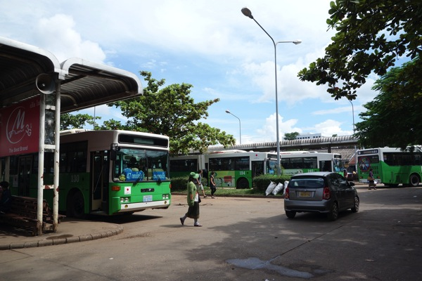 ヴィエンチャンのバス