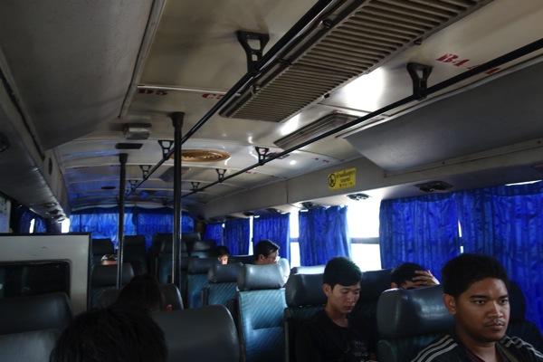 ウドンタニ行きバス2