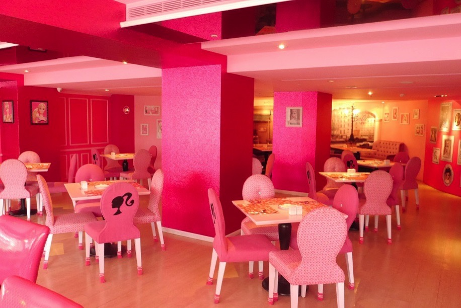 Barbie cafe 1